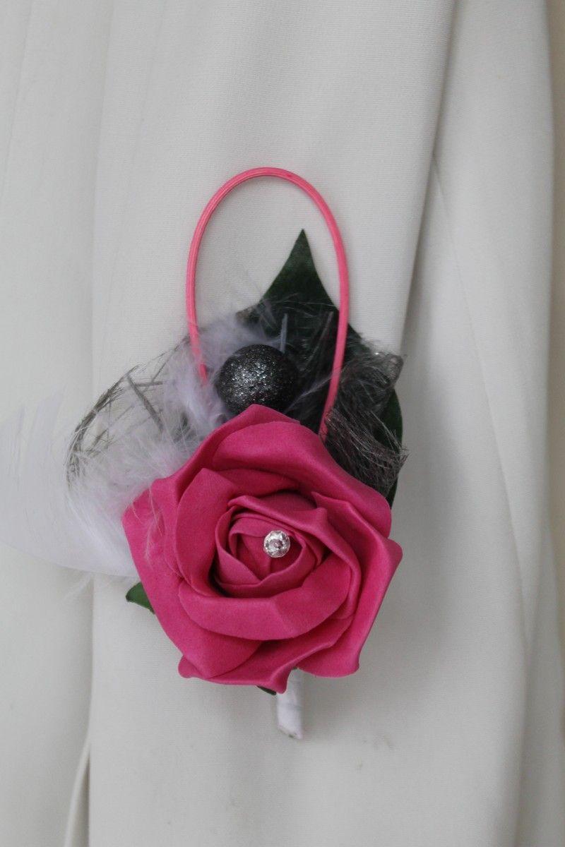 boutonni re faite avec une rose couleur fuchsia une diamante fantaisie du rotin fuchsia. Black Bedroom Furniture Sets. Home Design Ideas