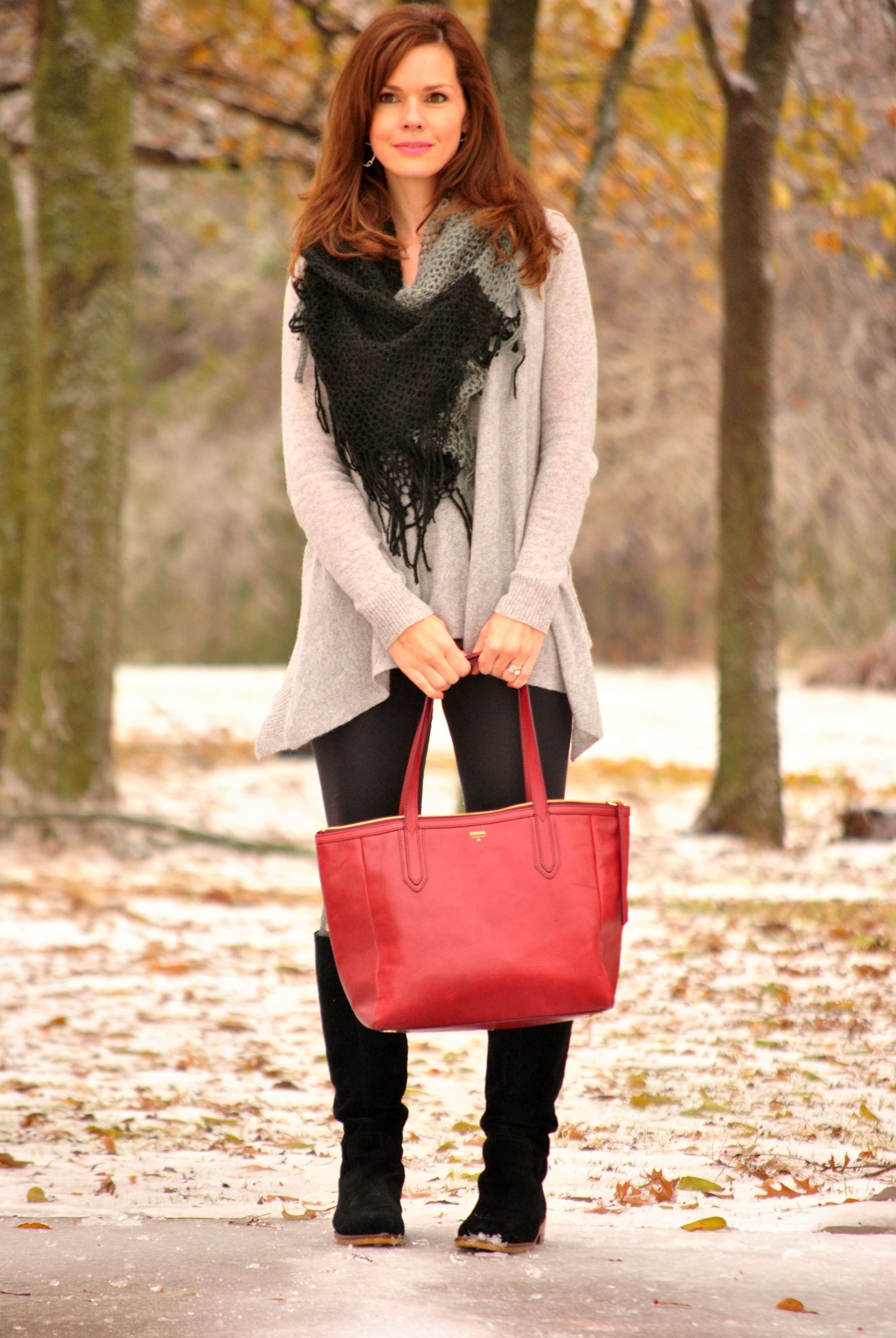 Leggings with cozy cashmere and an oversized scarf ...