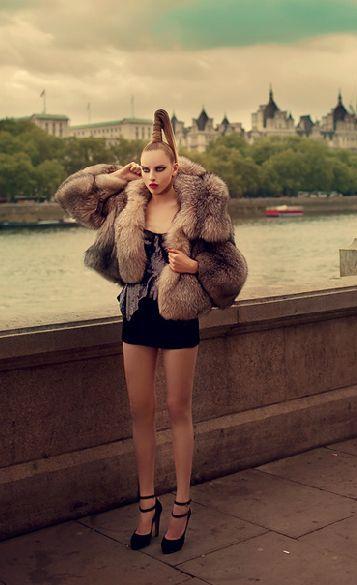 0b0c39e644 Pin szerzője: Roxana Russo, közzétéve itt: Roxana wonderful fur world |  Fur, Fur fashion és Sexy legs, heels