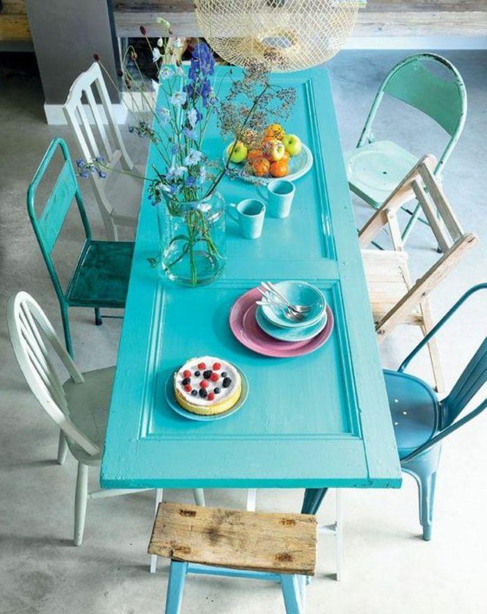 Wunderbar Tisch Aus Alter Tür Mit Stühle Aus Verschiedenen Arten