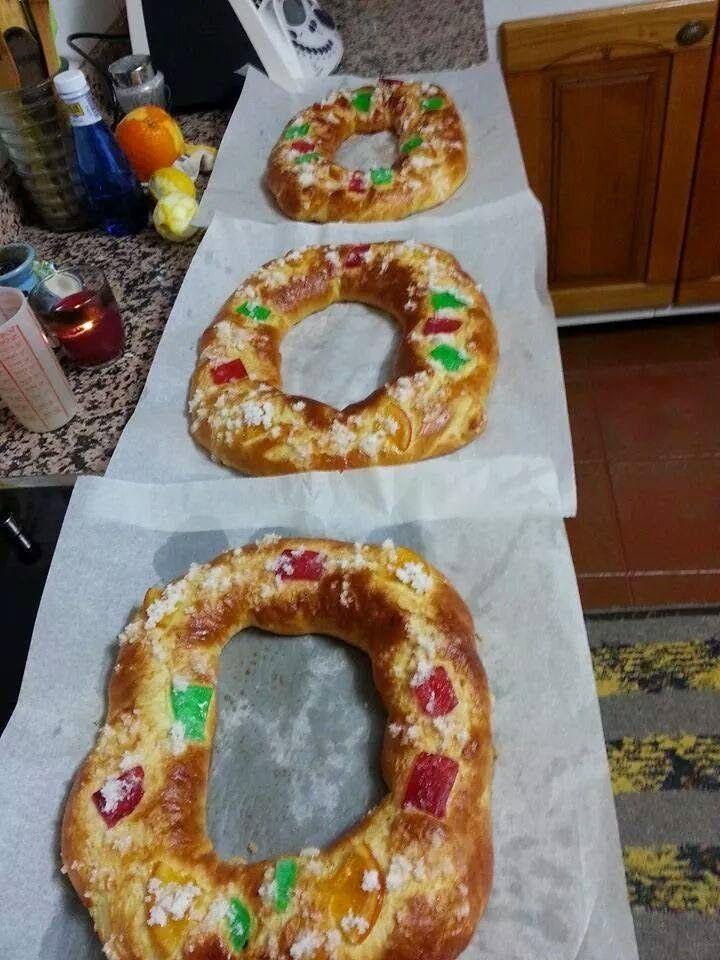 He hecho el Roscón de Reyes, con una receta rápido de hacer y ha salido muy muy bueno, no lleva masa madre y solamente 2 levados...y recomi...