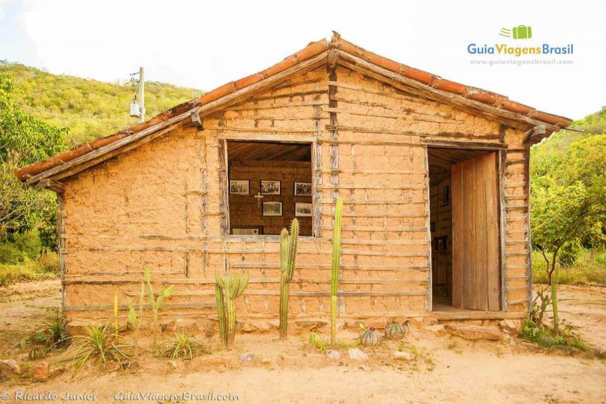 Suficiente Imagem casa de pau a pique onde possui fotos contando história de  TL61