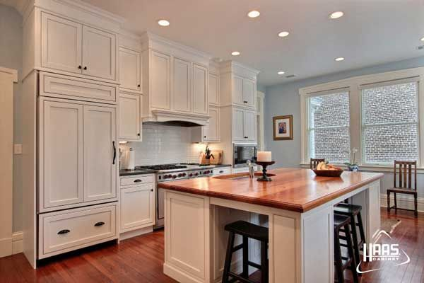 haas cabinet richmond v maple kitchen in white submitted by jamestown designer kitchens. Black Bedroom Furniture Sets. Home Design Ideas