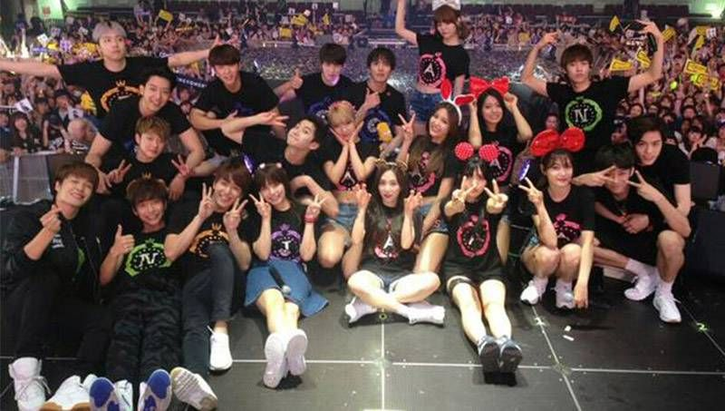 AOA, CNBLUE, F.T Island and more gather together after FNC Kingdom concert   http://www.allkpop.com/article/2015/05/aoa-cnblue-ft-island-and-more-gather-together-after-fnc-kingdom-concert