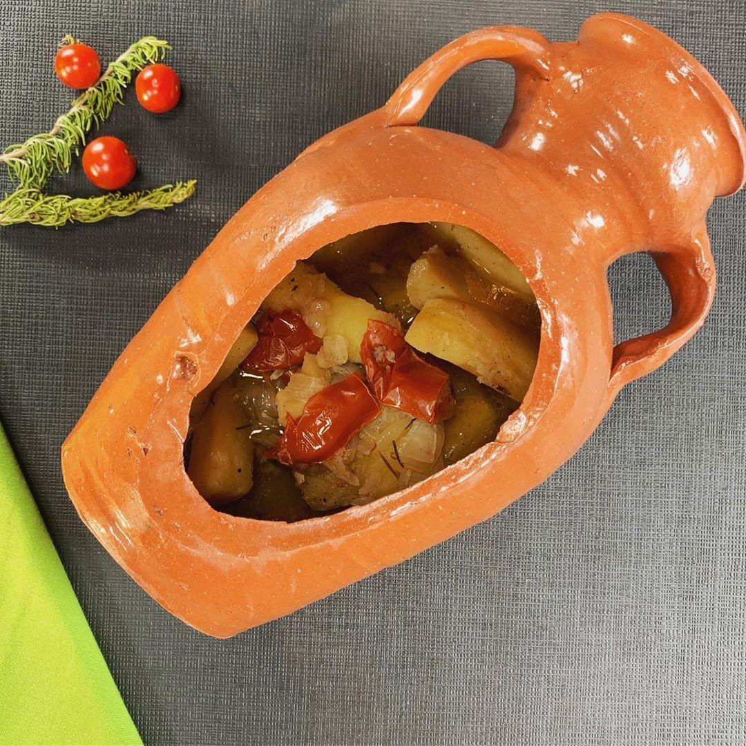 حم خروف في القل ة من الأكلات التونسية الصحي ة تطهى على الفحم على نار هادئة مع الأكليل لذيذ وسهل التحضير المقادير Vegetables Food Tomato