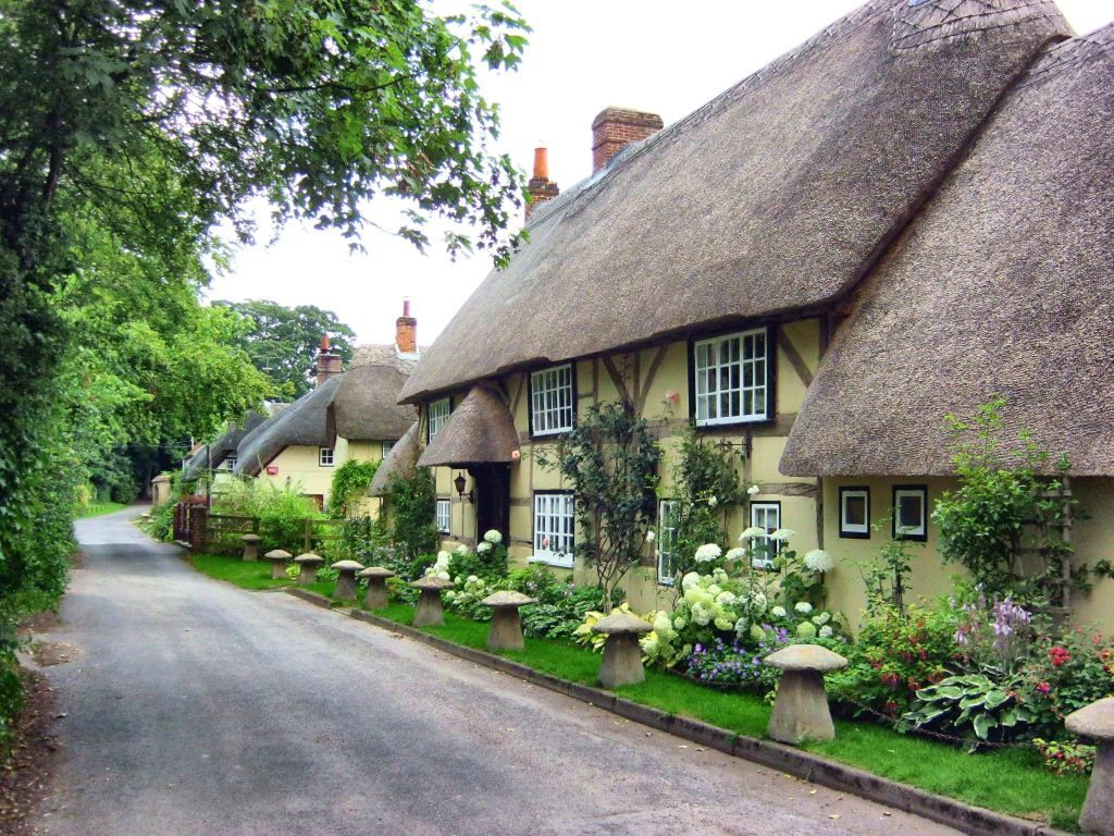I Love Modern Country Style I Research Garden And Homeware Products Their History And Uses Then I English Cottage English Country Cottages Thatched Cottage