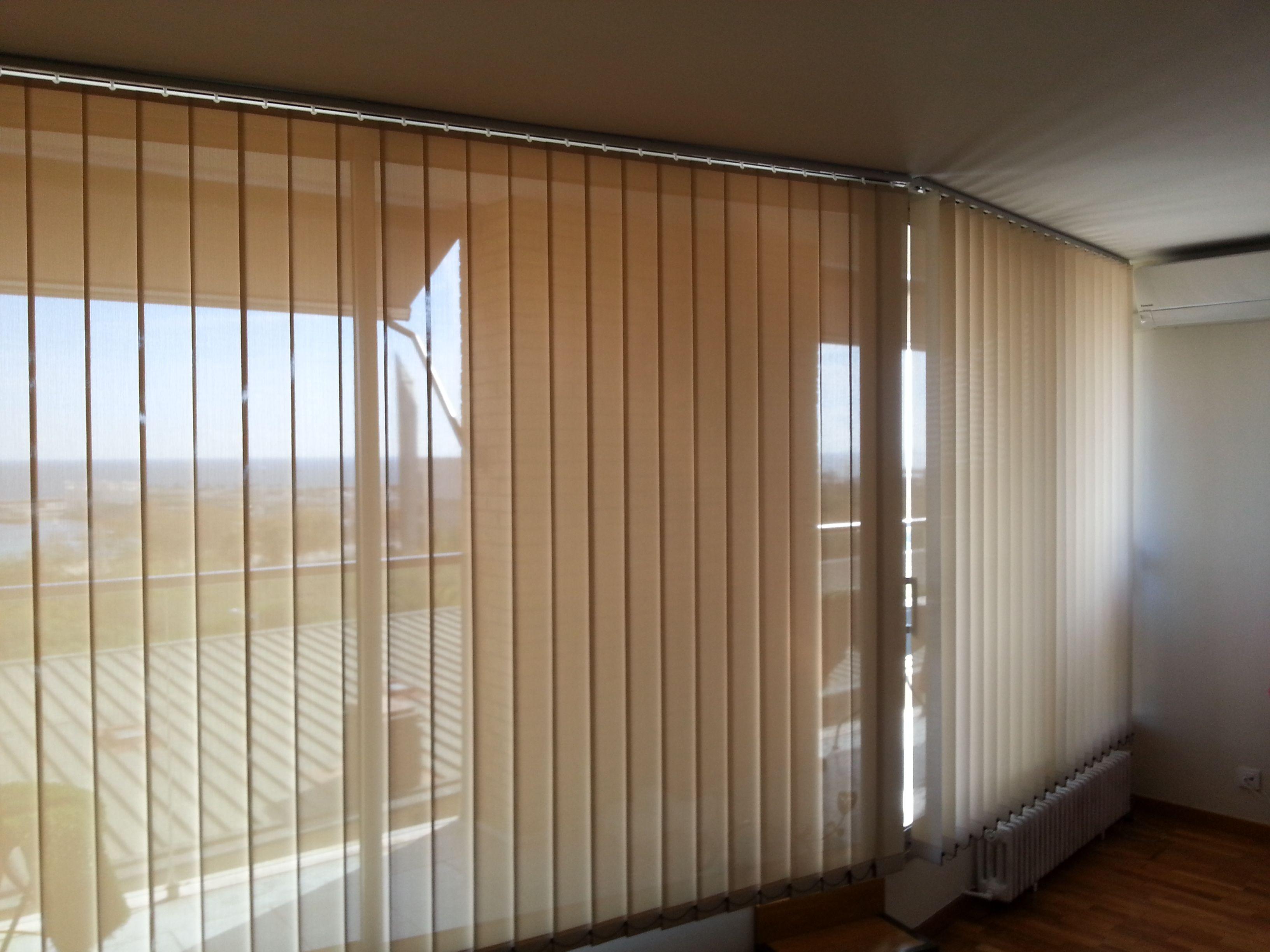 Cortina vertical de lamas para viviendas y oficinas - Sistemas de estores ...