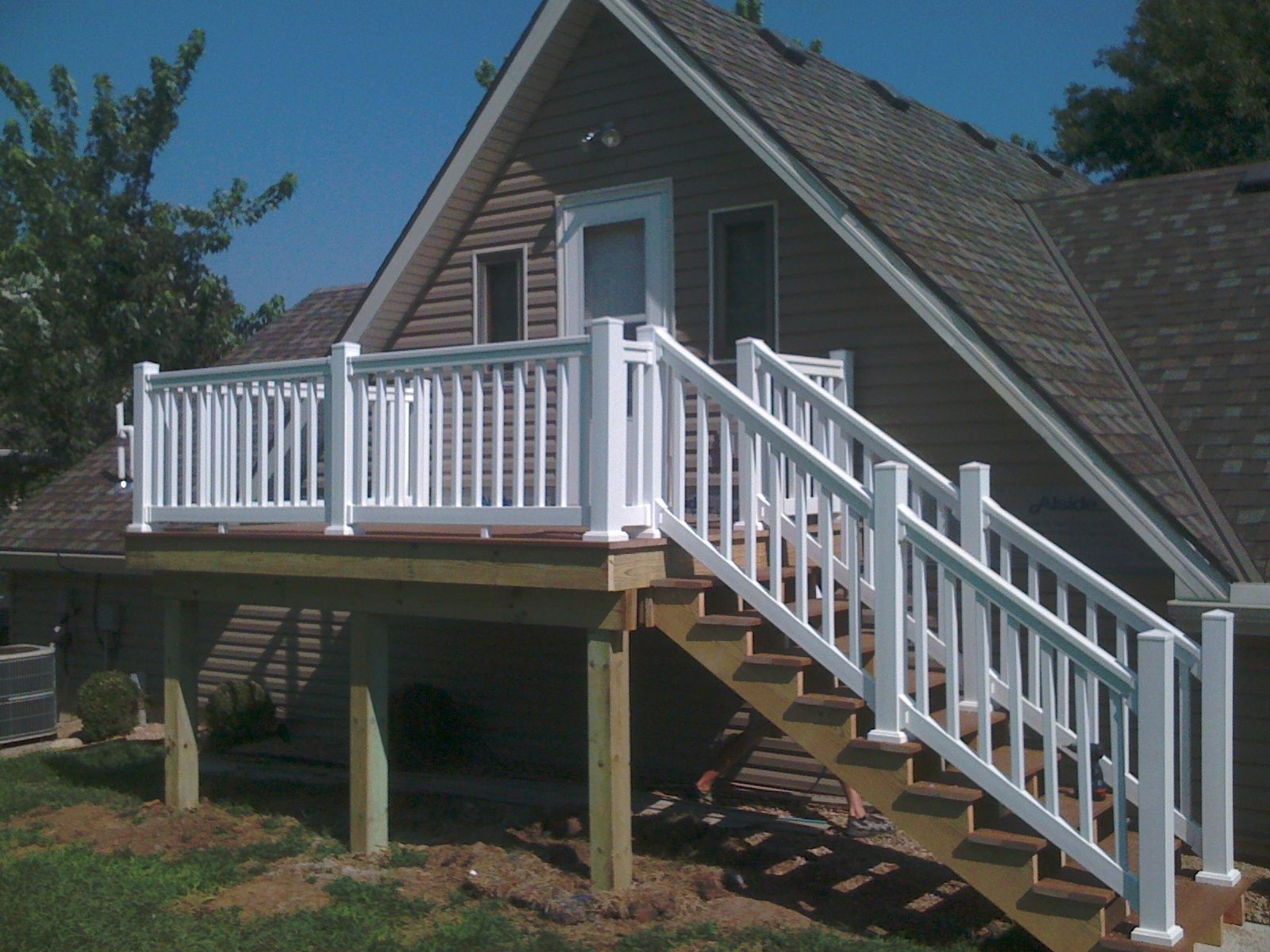 Composite deck with vinyl railing