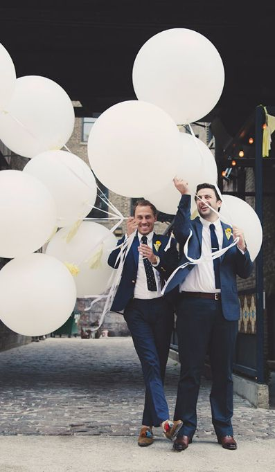 Flow Ceremonies - Gay grooms with balloons