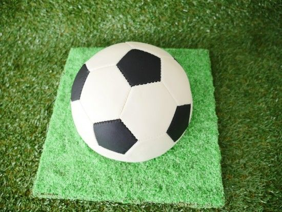 Spinning Soccer Cake With Video Tutorial Soccer Ball Cake Soccer Cake Soccer Ball