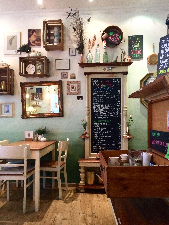 Ein wunderbares süßes kleines Café in Göttingen namens