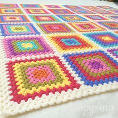 Retro la abuela manta coloridas plazas tiro por LoopyAngCrochet