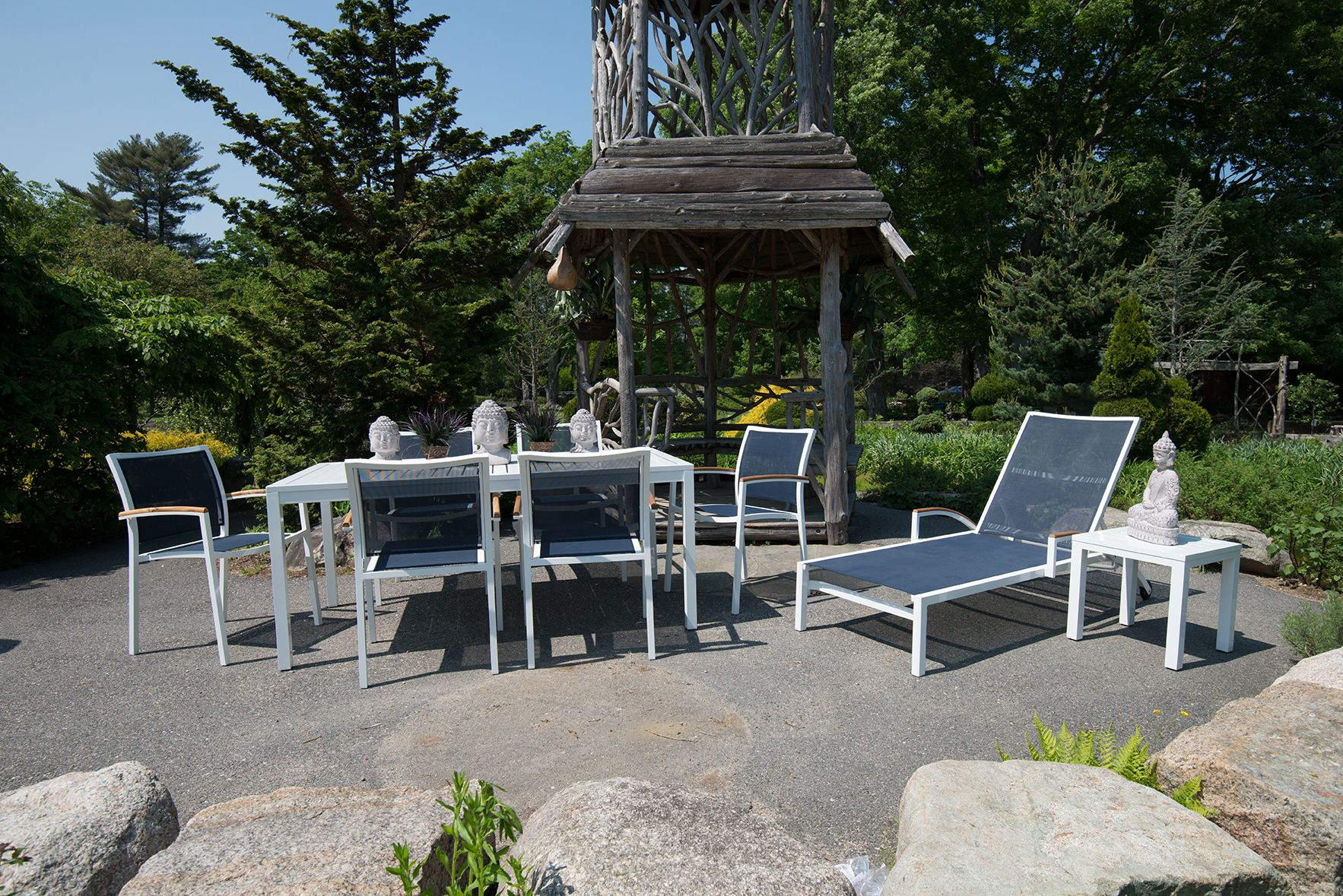 Lloyd Flanders Lux 7 Piece Outdoor Dining Set And Chaise Lounge