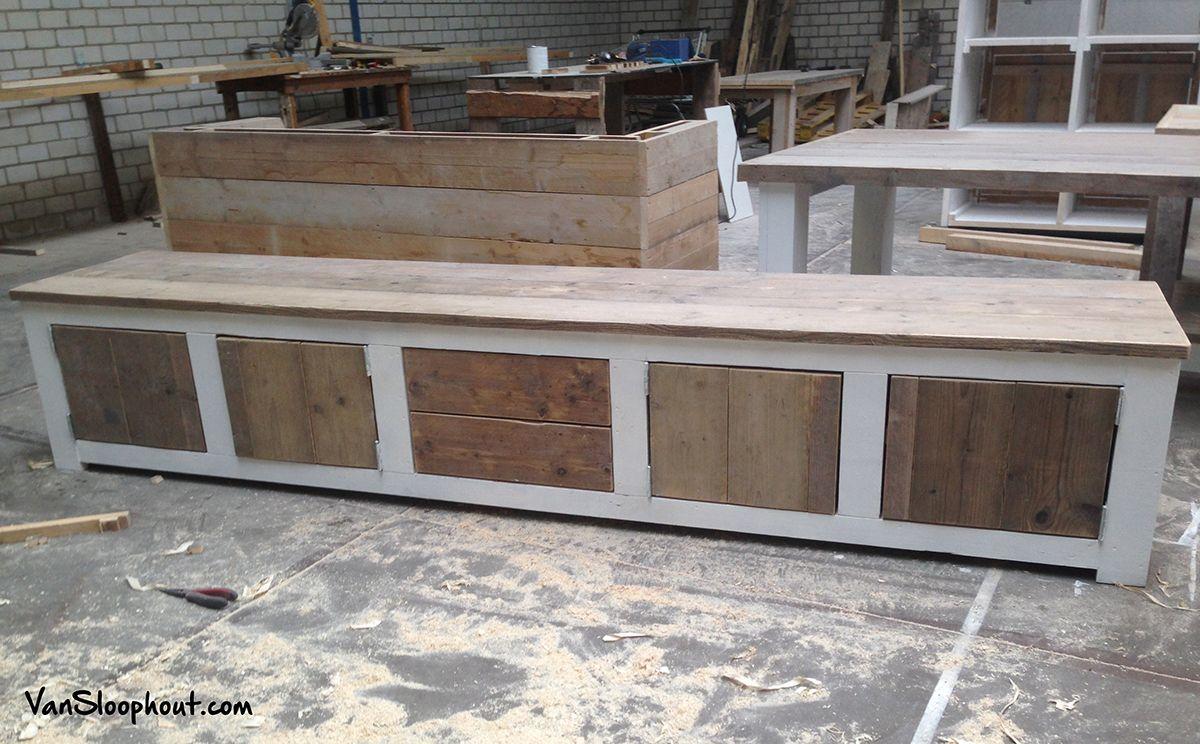 Grote TV kast of dressoir  Gemaakt van steigerhout en grove grenen balken die u2026   Dressoir