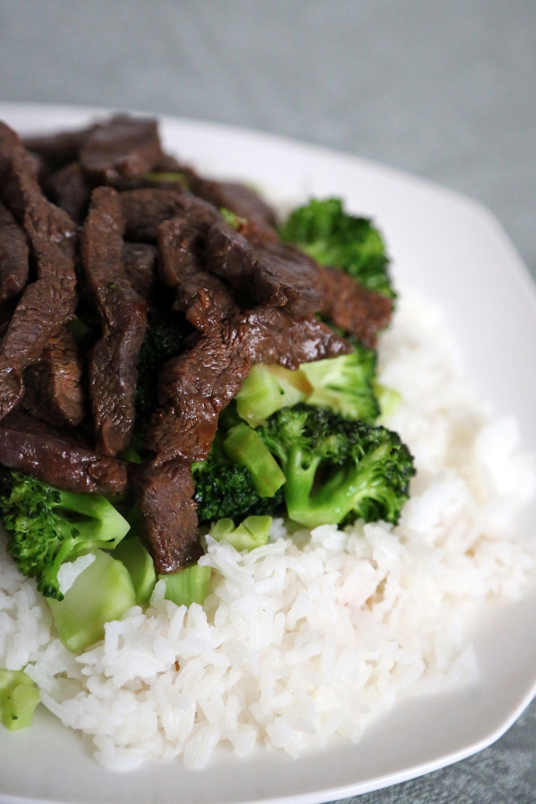 Herinner je mijn artikel nog over broccoli(lees hier)en hoe gezond dit is om minimaal 2x per week op je menu te hebben staan? Ik heb daarom een heerlijk recept voor je neergezet hieronder. Gebruik dit recept om je menu gevarieerd te maken. De biefstuk en de marinade zorgen voor een heerlijke smaak naast de broccoli, die niemand aan tafel zal kunnen weerstaan. Ingrediënten 1/2 pond biefstuk, gesneden in dunne stukken (5-7cm) 2 eetlepels sojasaus 1 eetlepel oestersaus 1 theelepel suiker ...