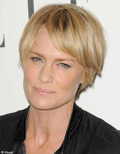 Coupe courte blond doré hiver 2013 - Les plus belles coupes courtes à adopter en 2020 - Elle ...