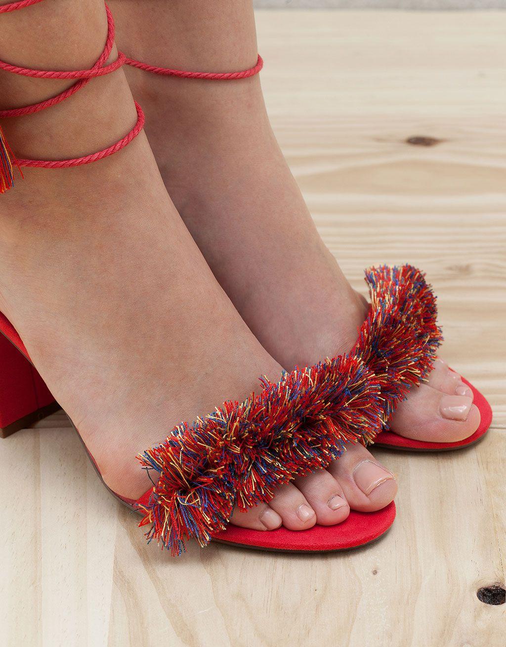 2ff687b951d Sandalia Tacón Multicolor Pompones. Descubre ésta y muchas otras prendas en  Bershka con nuevos productos cada semana