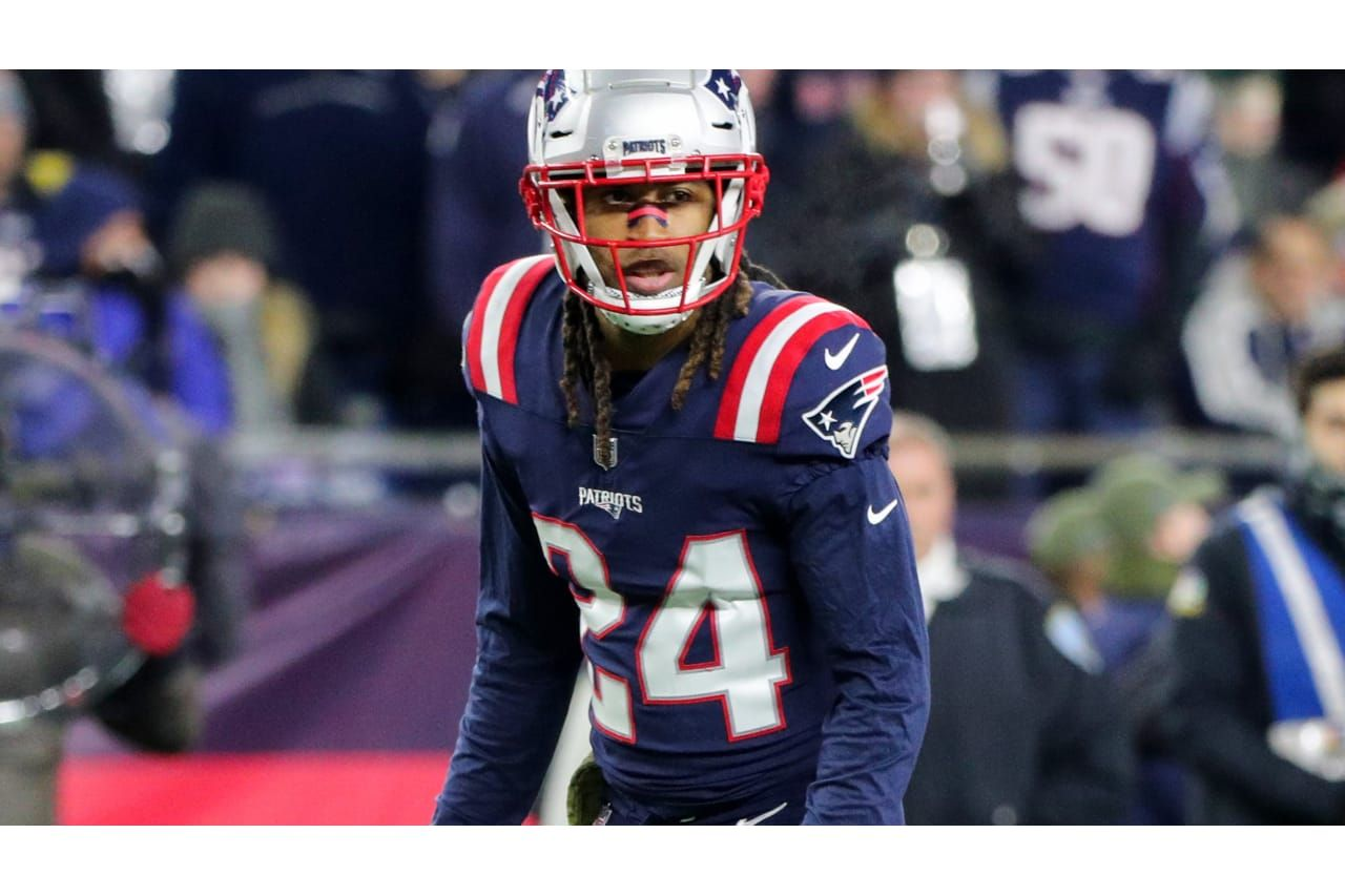 Stephon Gilmore Facing A Vikings Offense With Two No 1 Worthy Receivers In Adam Thielen And Stefon Diggs Football League National Football League Nfl News