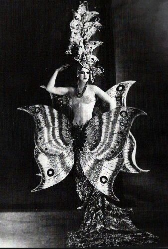 Showgirl, Folies Bergère. Paris, 1909.