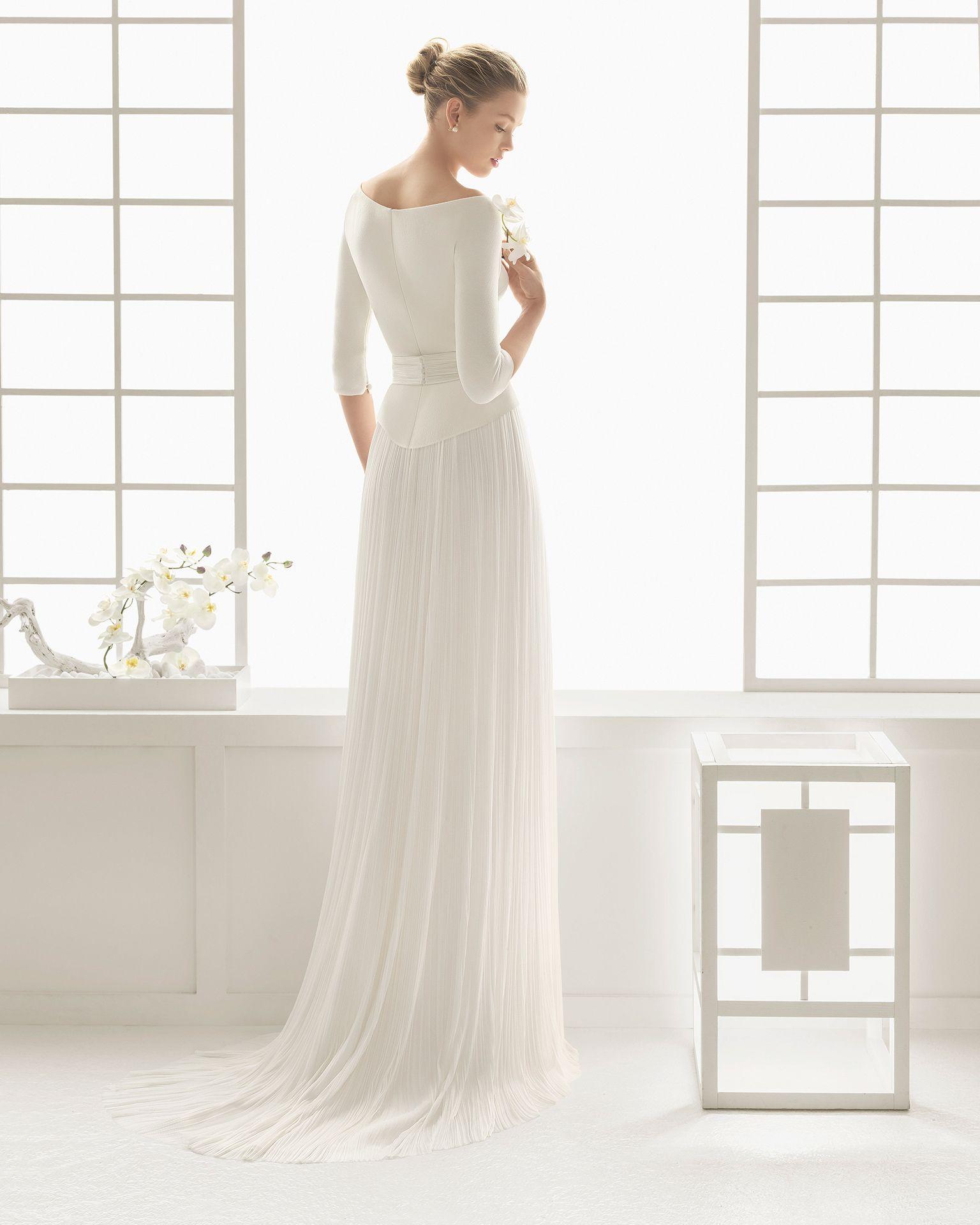 Hochzeitskleid mit Corsage aus Wirkware und Rock aus Seidenmusselin. Rosa Clará Kollektion 2016.