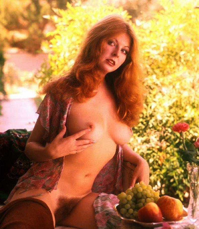 Elvira mistress of the dark nipples