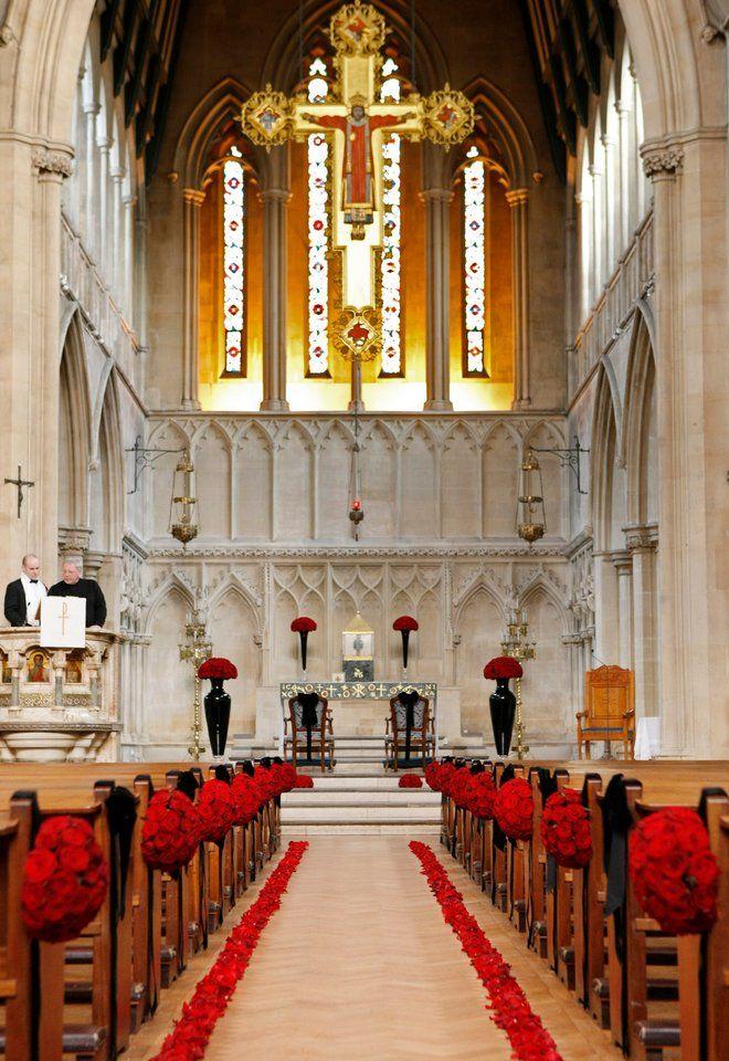 Catholic Chucrh Wedding Ceremony with Red Roses zita