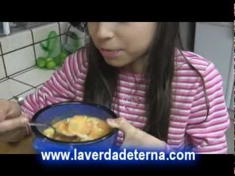 Sopa de coco crudivegetariana - YouTube