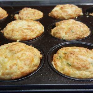 Käsemuffins zwei einfache Grund Rezepte - schnell gemacht und unglaublich lecker