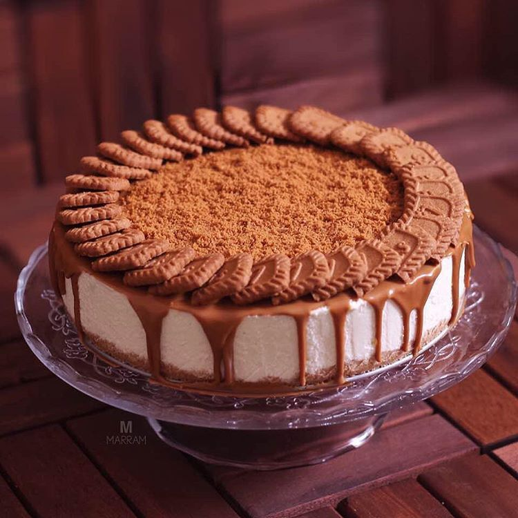 Aryam Kitchen1 On Instagram سنعآت تشيز كيك اللوتس الطبقه الاولى علبة بسكوت دايجستف مطحون ونحط معاه زبدة ذ Yummy Cakes Cake Desserts Cake Business