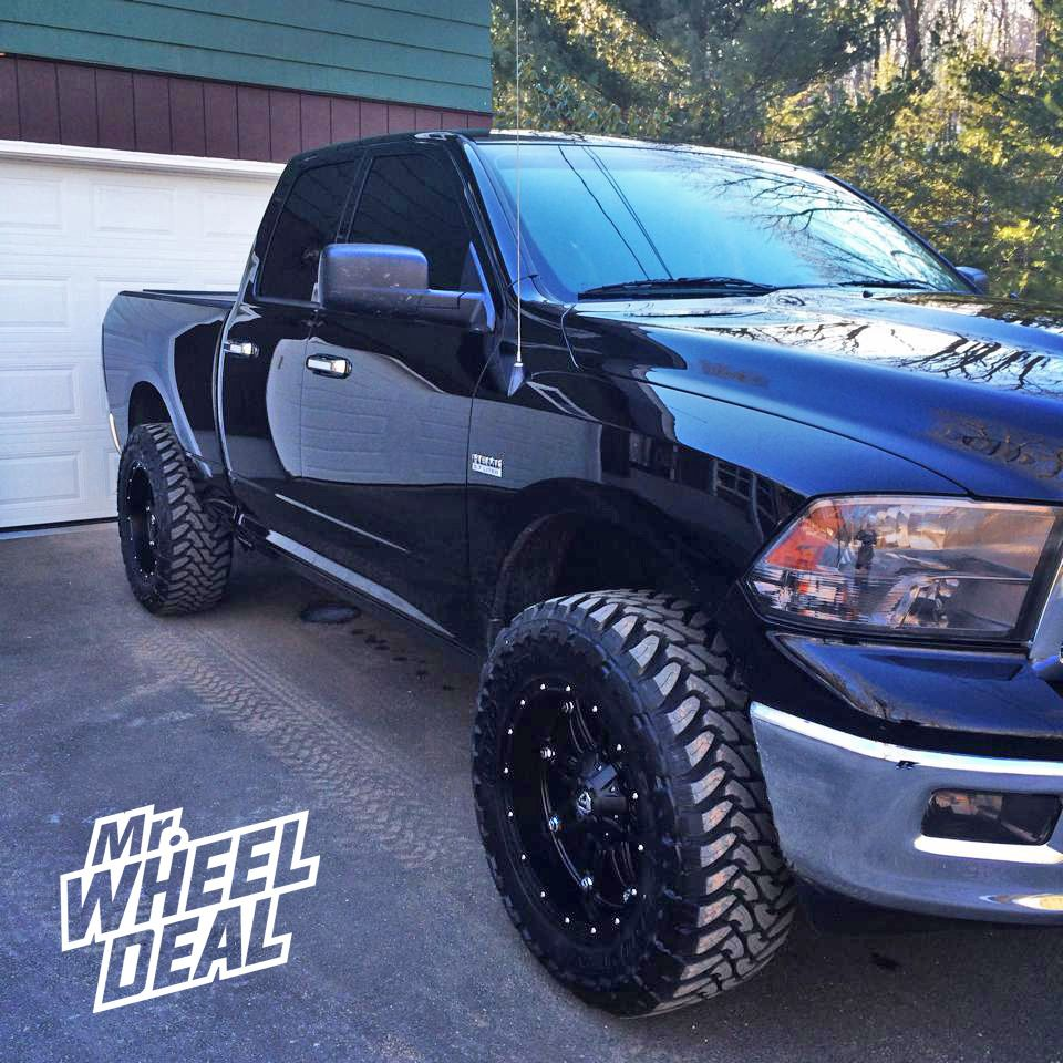 20×10″ Fuel OffRoad Hostage Wheels with 35×12.50×20 Toyo