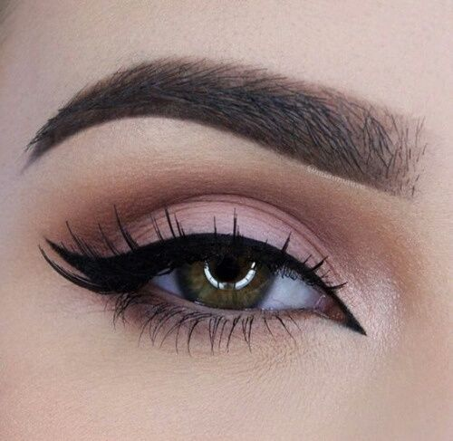 Immagine di makeup, eyeliner, and eyebrows