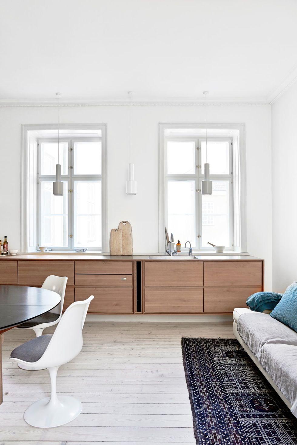 Køkken i douglasgran. Lamper af Alvar Aalto. Stol af Saarinen | KITCHEN | Pinterest | Alvar ...