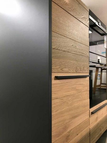 LEICHT Küche TOCCO-E in graphitgrau in Kombination mit Echtholz - naturstein arbeitsplatte küche