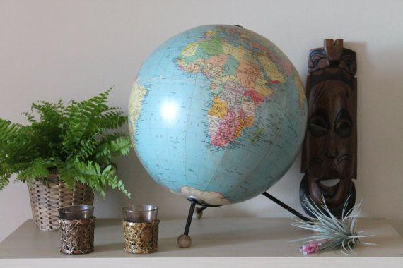 Ancienne globe terrestre des éditions Tarides