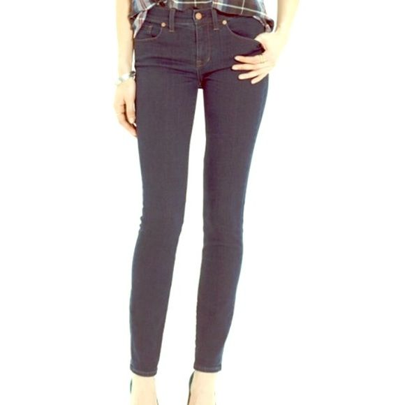 Madewell skinny skinny jeans size 24 Madewell skinny skinny jeans size 24 in perfect condition. These run small, fit more like a 23. Super cute fit and color. Madewell Jeans Skinny