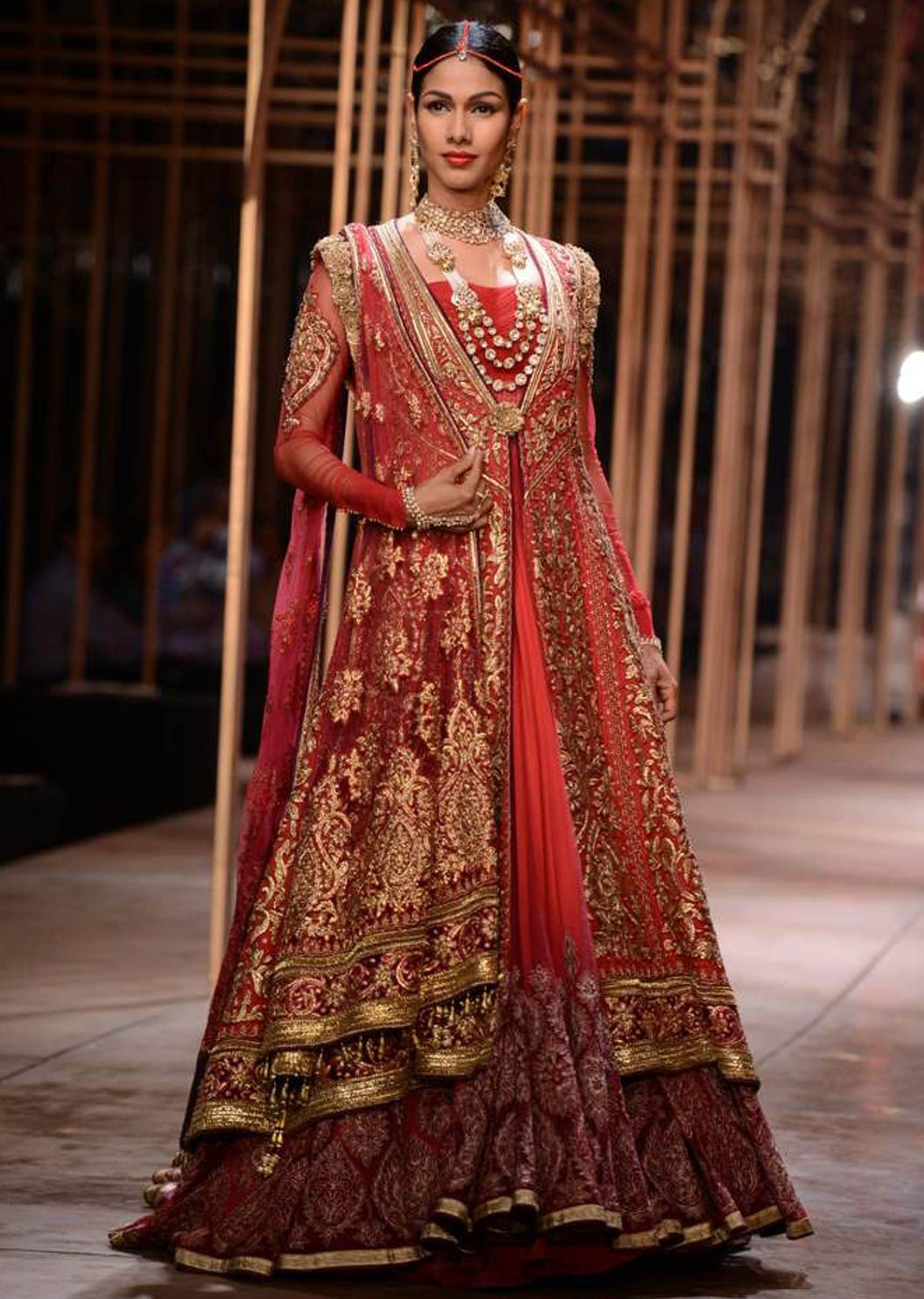 Models showcasing the exquisite collection of Tarun Tahiliani at ...