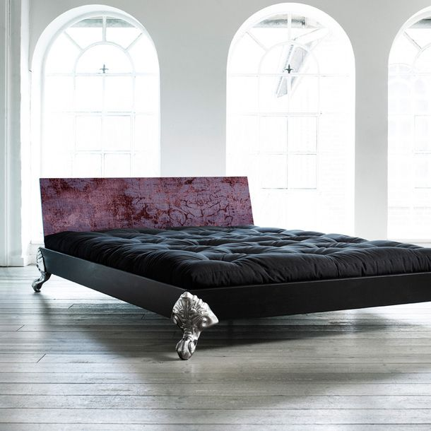 gorgeous gothic bed