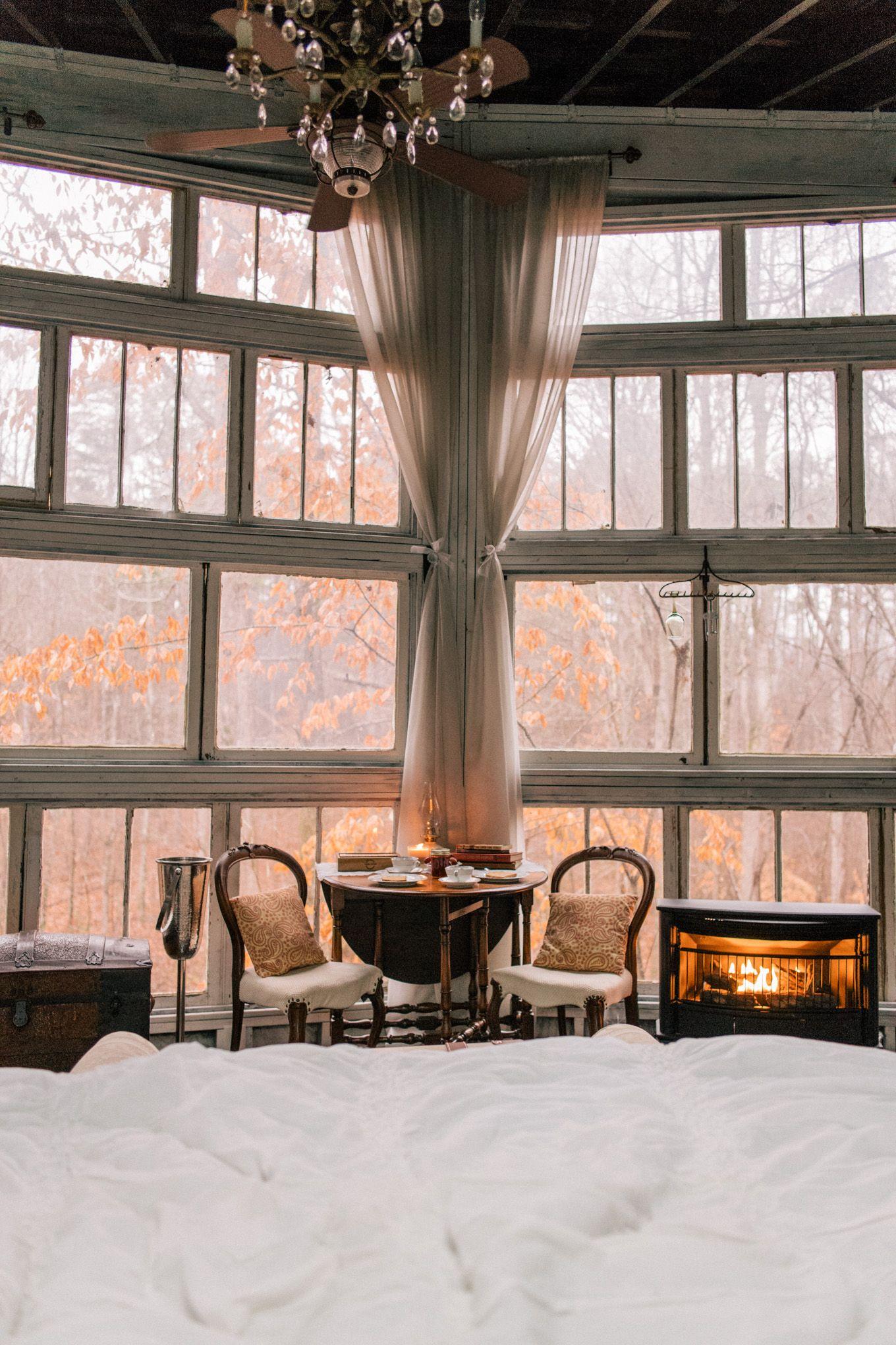 A Treehouse Getaway Julia Berolzheimer Tree House Treehouse Vacations Living Room Treehouse