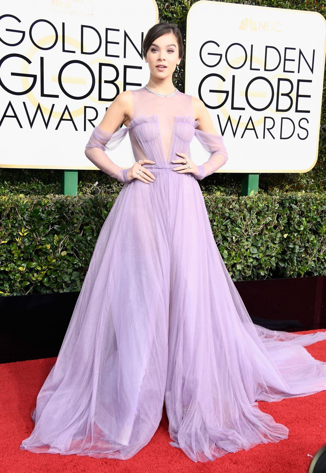 Hailee Steinfeld in Vera Wang at 2017 Golden Globe Awards in Beverly ...