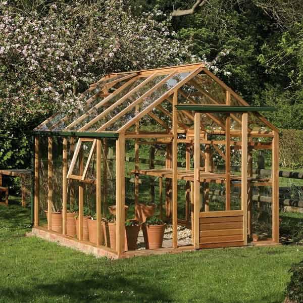 serre de jardin en verre et en bois tr s l gante du bois dans le jardin pinterest serre. Black Bedroom Furniture Sets. Home Design Ideas