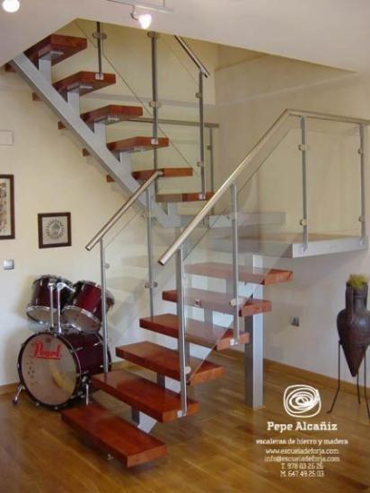 Escaleras de interior para espacios reducidos a medida por for Diseno de interiores espacios reducidos