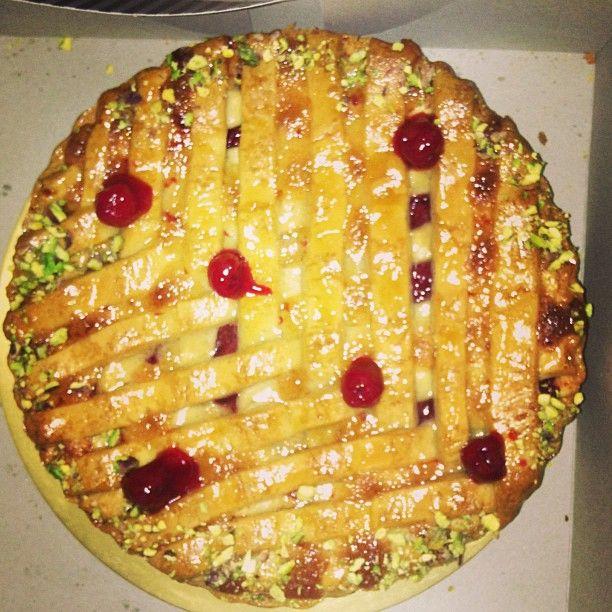 "@rasnabhasin's photo: ""Freshly baked apple pie courtesy The LaLit #applepie #pie #berries #sugarrush #sugar  #yummy #delicious #dessert #birthday #celebrations #foodporn #foodgasm #bake #baking #surprise #instalove #instalike #instagood"""