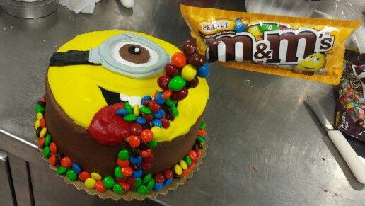 Minion gravity cake