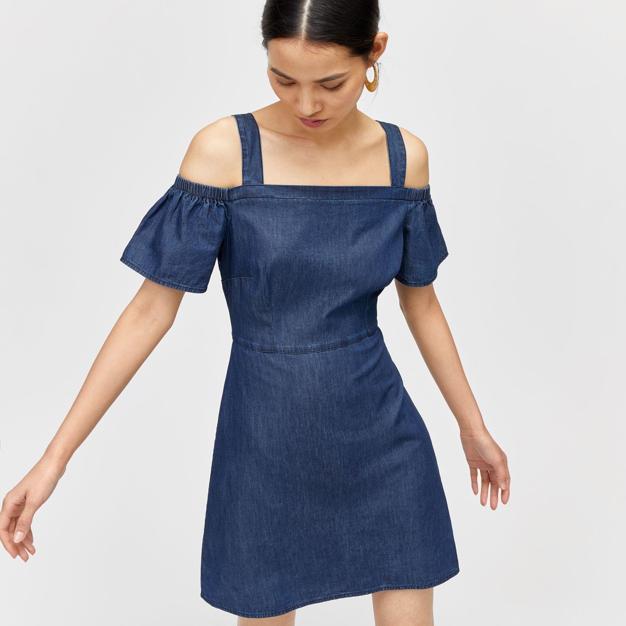 Omzu Acik Elbiseye Sac Modelleri Elbise Moda Stilleri Elbiseler