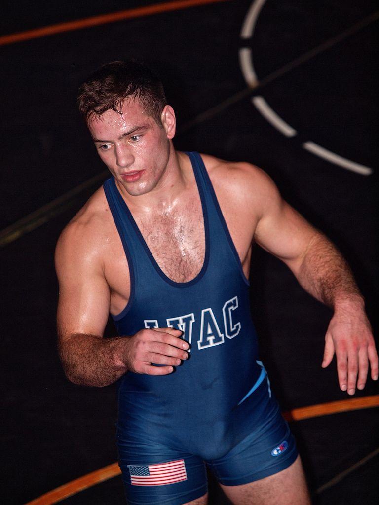 summer-college-wrestlers-big-bulges-breasted