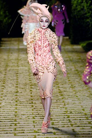 Christian Dior Fall 2006 Couture - Runway Photos - Fashion Week - Runway, Fashion Shows and Collections - Vogue