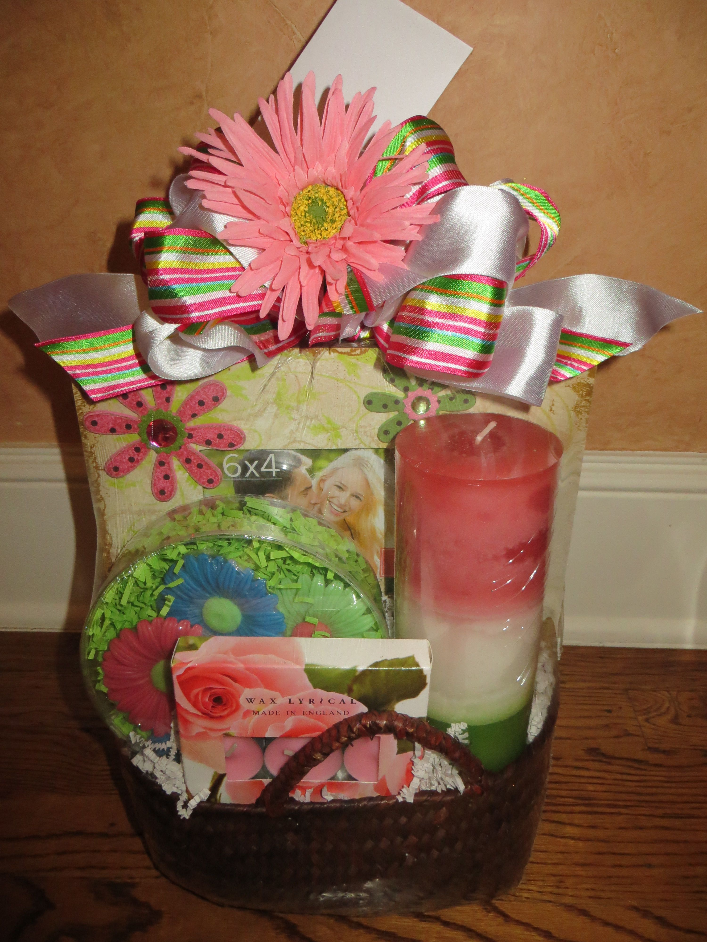 bride gift basket ideas from maid of honor
