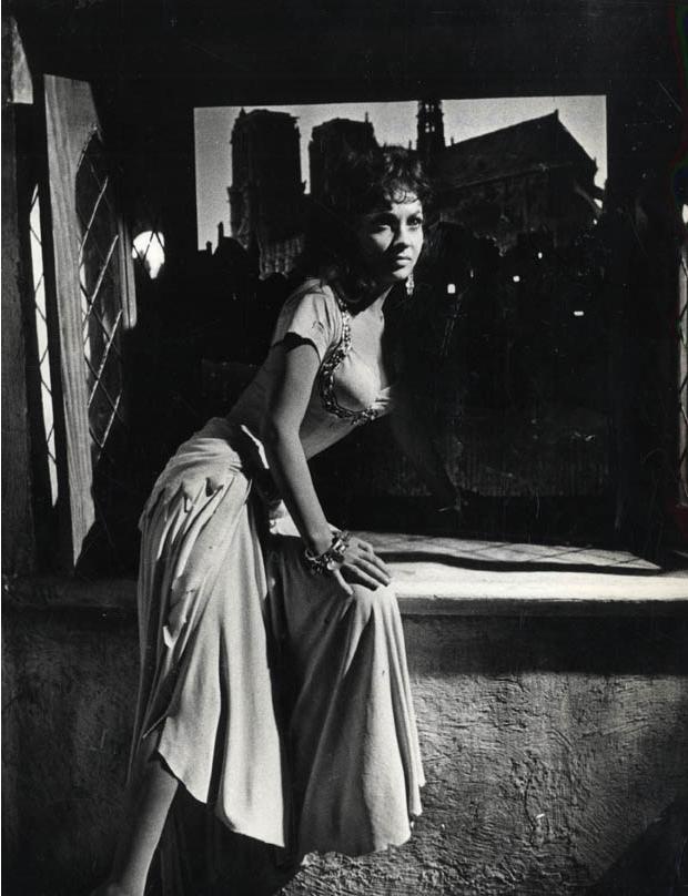 Izis : Gina Lollobrigida dans Notre Dame de Paris, 1956