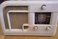 FERRANTI ART DECO IVORY COLOURED BAKELITE RADIO