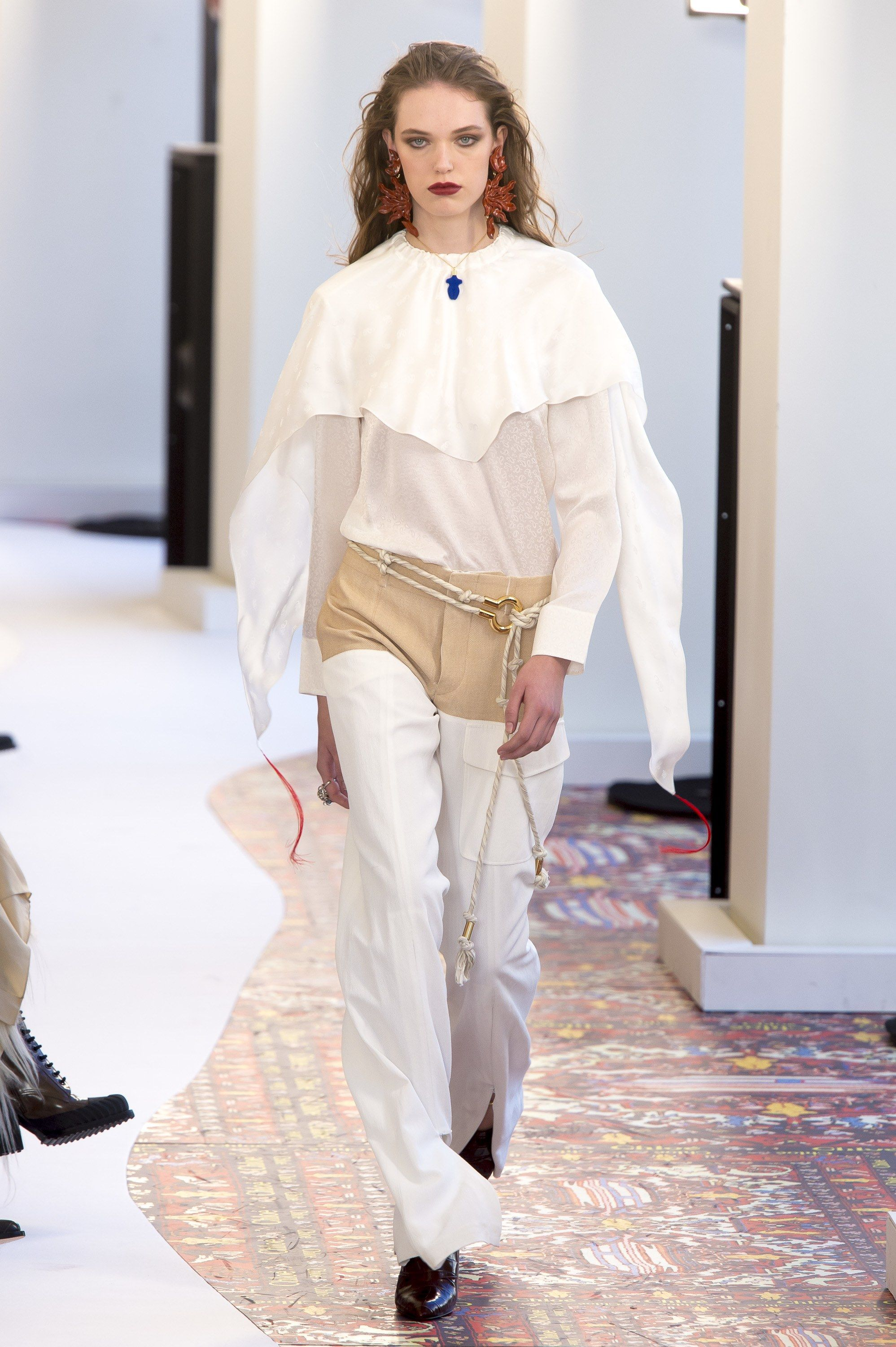 7472cd46f5 Chloé Spring 2019 Ready-to-Wear Fashion Show | Fashion and lifestyle ...